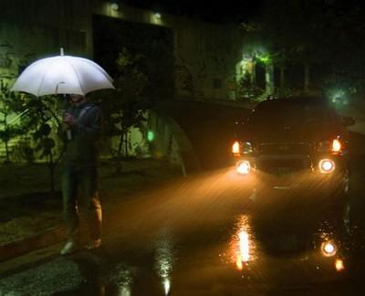 lightdrops 400x324 LightDrops  Regenschirm erzeugt Energie und leuchtet